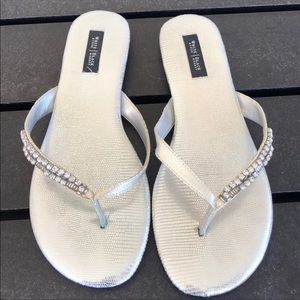 SILVER SANDALS WITH JEWELS